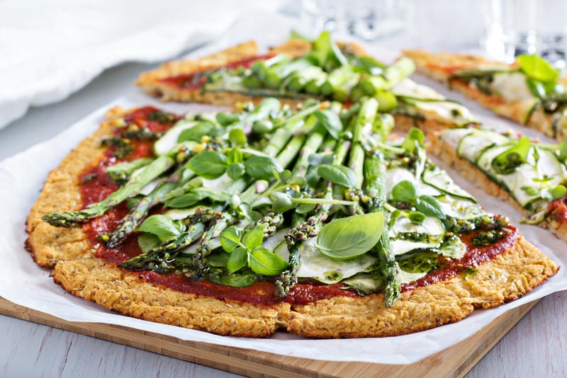 cauliflower-gourmet-pizza-asparagus